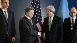 Kerry sichert Poroschenko und der Ukraine die Unterstützung der USA zu