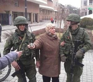 Selfies - Russische Soldaten auf der Krim sind beliebtes Fotomotiv für Jung und Alt - am liebsten barbarisch maskiert