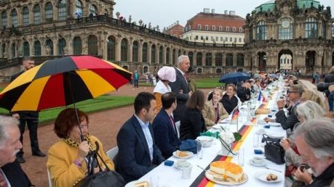 Einheitsfeier Dresden 2016 - grosses Fressen